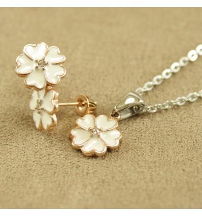 Smykkesæt med rosaguldfarvet blomst