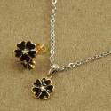 Smykkesæt med guldfarvet blomst