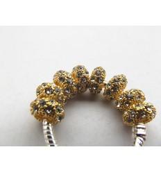 Guldfarvet med klare krystaller