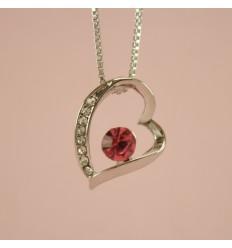 Halskæde med skævt hjerte og rød krystal