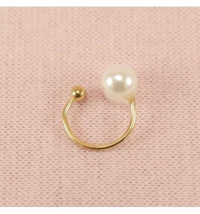 Guldfarvet earcuff med perle