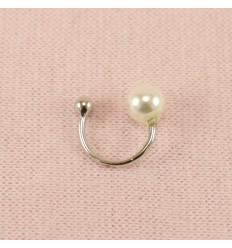 Sølvfarvet earcuff med perle