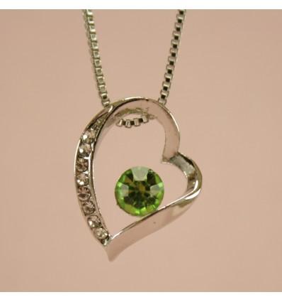 Halskæde med skævt hjerte og grøn krystal