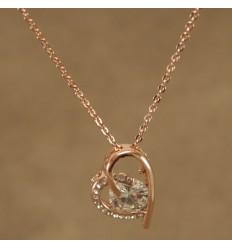 Smuk hjerte halskæde i skævt design
