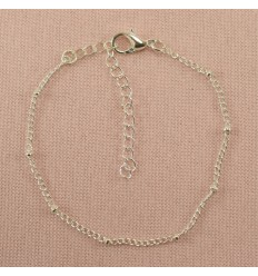 Minimalistisk sølvfarvet armbånd