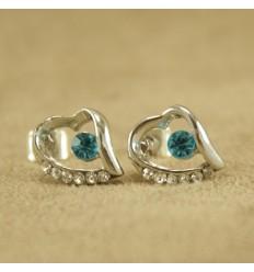 Skævt hjerte med lys blå krystal