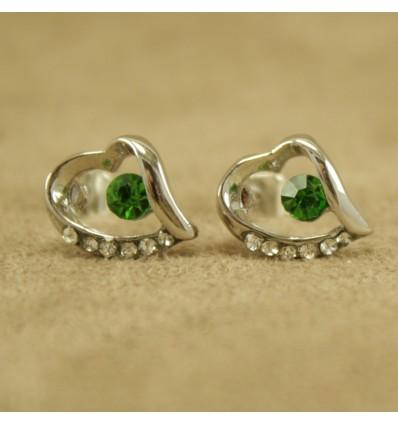 Skævt hjerte med grøn krystal
