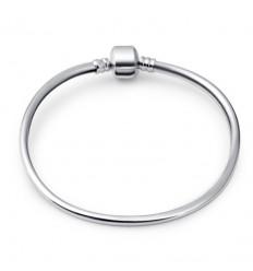 Fast sølvfarvet armbånd med kantet lås