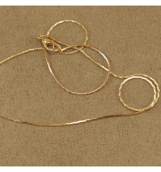 Tynd guldfarvet kæde