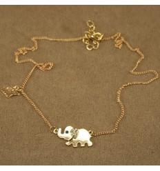 Guldfarvet halskæde med elefanter